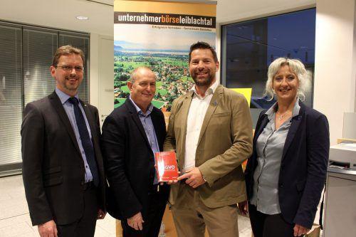 Hubert Gieselbrecht (Raiba Leiblachtal), Referent Elmar Stimpfl, Obmann Joachim Igl und Bianca Igl (beide JB IGL-Web). bms