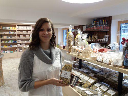 In der Nische haben Vorarlberger Drogisten Erfolg: Chantal Marent (Mamma Mia, Schruns) hat für jeden die richtigen Tees, Öle und Salben.Netzer