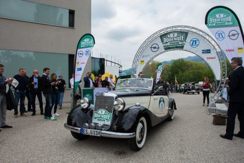 In einem Mercedes 170 Cabrio mit der Startnummer 1 gingen die Lokalmatadoren Stefan und Ulli Jochum ins Rennen.VN/Steurer