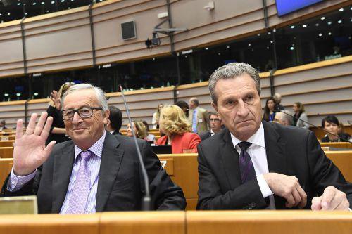 Juncker (l.)und Oettinger weisen die Kritik an ihrem Budgetentwurf zurück. Die österreichische Bundesregierung warnt vor hohen zusätzlichen Zahlungen.AFP