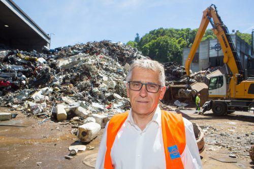 Karl Loacker, Geschäftsführer Loacker Reycling, ist mit dem Geschäftsjahr zufrieden und investiert auch heuer Millionen in die Vorarlberger Standorte. VN/Hartinger