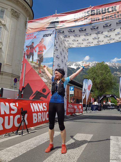 Kathrin Schichtl beim Zieleinlauf. Knapp neun Stunden brauchte sie für die Strecke.