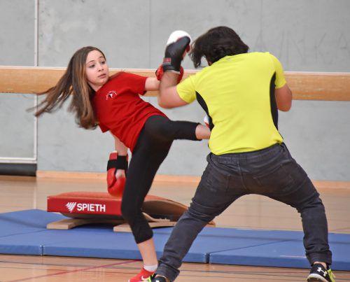 Kickboxen wurde in der Schulturnhalle geboten.