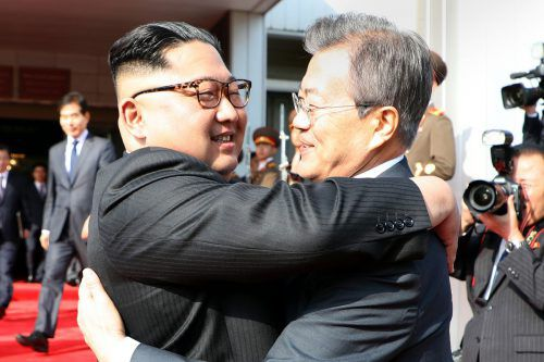Kim und Moon machen sich dafür stark, dass das Treffen im Juni stattfindet. AFP