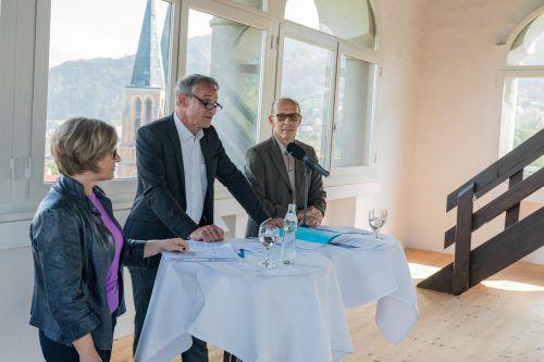 Kulturamtsleiterin Jutta Dieing, Bgm. Markus Linhart und Stadtrat Michael Rauth präsentierten die Kulturstrategie im Martinsturm.VN/Stiplovsek