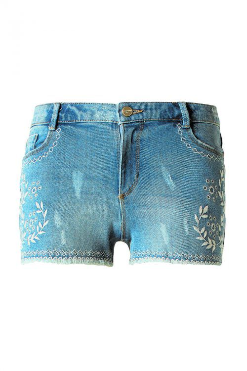Lässig             Bestickte Jeansshorts, gesehen bei C&A um 14,90 €.
