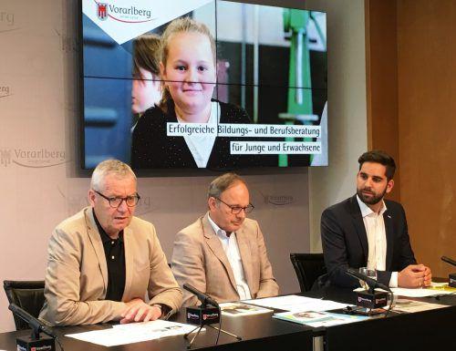 Landesstatthalter Karlheinz Rüdisser, Klaus Mathis und Andreas Pichler bei der Präsentation der aktuellen Zahlen. VLK