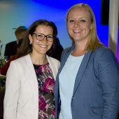 <p>Marketing-Ladys Andrea Ruckendorfer (l.) und Wiebke Meyer.</p>