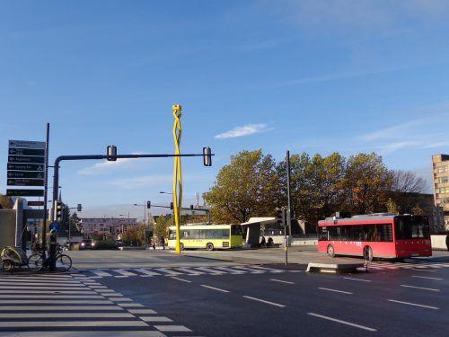 Neue Sägerbrücke mit der Do-Helix-Skulptur als Blickfang. LAG