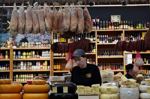 Nur der Lebensmittelhandel sorgt derzeit für Wachstum in der Branche. Reuters