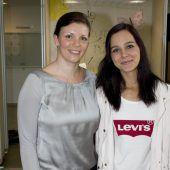 """<p class=""""caption"""">Organisatorin Maria Seidel (l.) und Vorjahrssiegerin Diana Fink.</p>"""