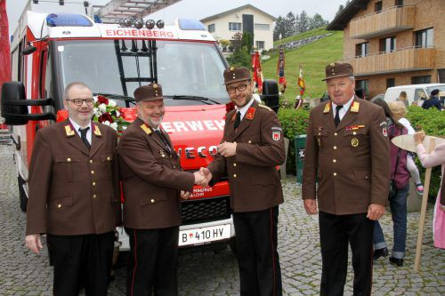 Pater Dominikus Matt, Bgm. Josef Degasper, Kommandant Klaus Mager und Feuerwehrbezirksvertreter Bertram Leitner .chf