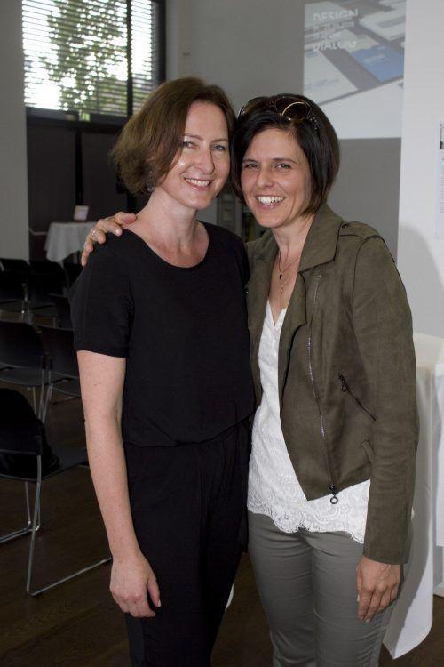PR-Beraterin Marion Morik (l.) und Viola Raneburger.