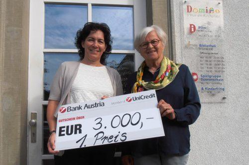 Roswitha Tschamon und Christl Stadler sind stolz auf den Preis.