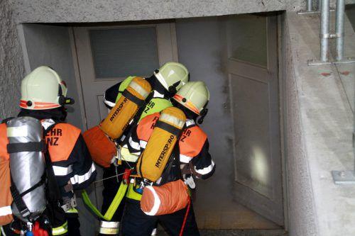 Rund 100 Feuerwehrleute mit 13 Fahrzeugen von den Wehren Hörbranz, Lochau, Hohenweiler, Möggers und Eichenberg im Einsatz. chf