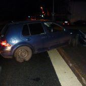 Kontrolle verloren: Auto prallt gegen Mauer