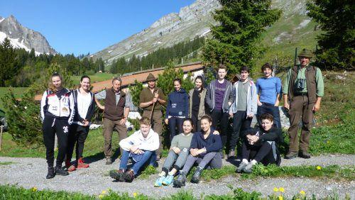 Spannende Exkursion von Egger Gymnasiasten mit den Jägern Hermann und Josef Rüf sowie dem Wildökologen Hubert Schatz. mo