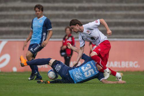 Spiele zwischen Hard (in Blau) und dem FC Dornbirn wird es für längere Zeit höchstens im VFV-Cup zu bewundern geben.VN/Sams