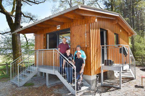 Übergabe beim Kiosk im Rheinholz: Edi und Janine Humpeler mit Esther und Reinhard Sallmayer.ajk