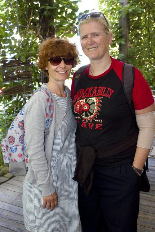Unter den Besuchern: Carmen (l.) und Alexandra Kager.