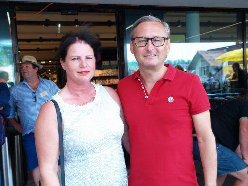 Volksbank-Vorstand Gerhard Hamel mit Alexandra.