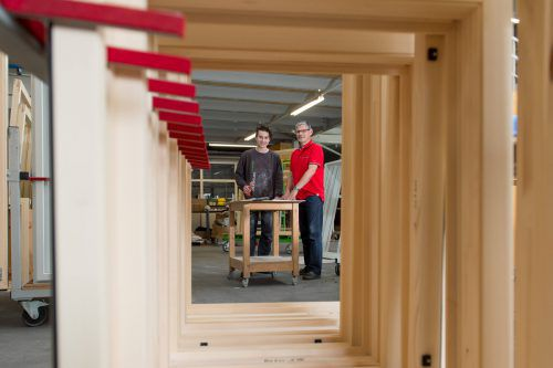 Vorarlberger Fenstererzeuger (Bild: Hartmann Fensterbau) setzen auf Holz und Innovation im Wettbewerb.VN/Stiplovsek