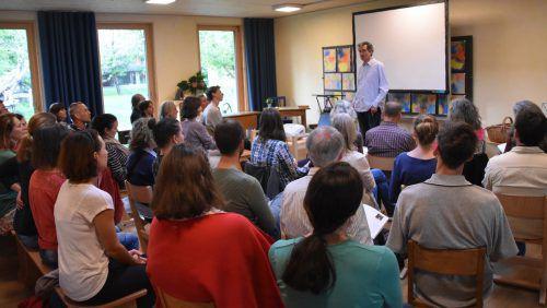 Vortrag über kindgerechte Medienpädagogik sorgte für voll besetztes Klassenzimmer. LOA