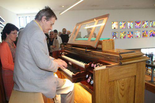 Walfried Kraher weihte mitBernhard Loss die Orgel musikalisch ein.