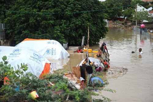 Zehntausende Menschen sind von den Auswirkungen des Zyklons betroffen. ap