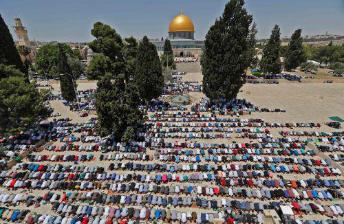 Zum Beginn des Ramadan treffen sich Palästinenser zum Gebet vor der Al-Aqsa-Moschee auf dem Tempelberg in Jerusalem. AFP