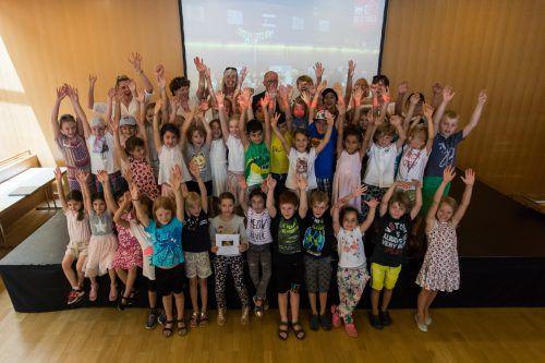 40 Schüler der Volksschule Kennelbach gewannen den ersten Platz und kamen zur Preisverleihung auf die Buch am Bach.