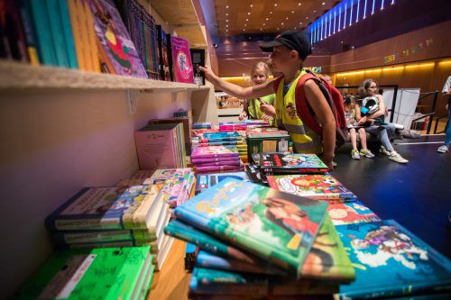 6000 Bücher stehen zum Verkauf bereit.