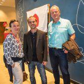 "<p class=""caption"">Anke Hilger (VN-Marketing) mit Dominik Heinzle und Bgm. Christian Loacker (r.).</p>"