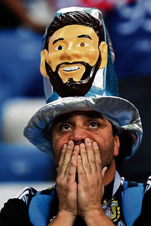 Auch dieser Argentinien-Fan kann es nicht fassen, was mit seiner Nationalmannschaft rund um Superstar Lionel Messi bei der WM in Russland passiert.afp