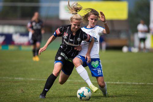 Auch gegen Graz klappte es nicht mit einem Tor für Anna Bereuter (r.) und Co.VN-Steurer