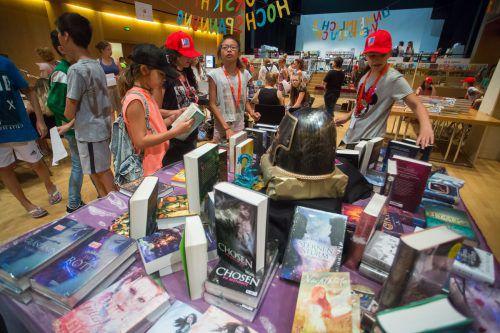 Bei der Buch am Bach vom 19. bis 21. Juni gibt es Bücher aus verschiedensten Genres für Kinder und Jugendliche. VN/Steurer