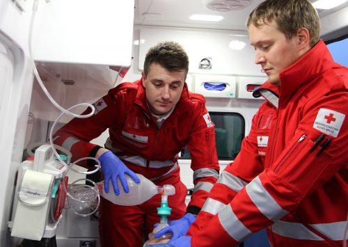 Bei einer Herzerkrankung muss das Zusammenspiel zwischen Ersthilfe und professioneller Hilfe funktionieren.rotes kreuz