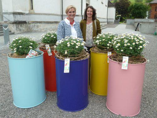 Bemalte Tonnen für den 50. Geburtstag der Diözese Feldkirch. Pfarre Weiler/STampfl