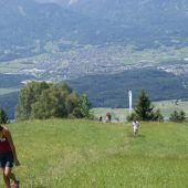 Schnaufen für gute Sache Thema von Bergwanderung in Schnifis