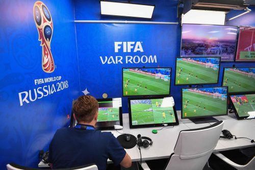 Bis jetzt machen die Video-Analysten im VAR-Room im Zusammenspiel mit den Schiedsrichtern auf den Spielfeldern einen sehr guten Job bei der Weltmeisterschaft in Russland. afp