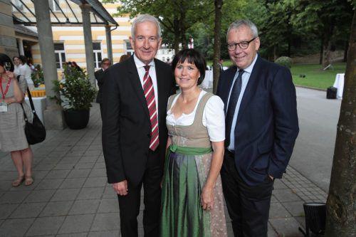 Bürgermeister Wilfried Berchtold mit Sabine und Statthalter Karlheinz Rüdisser.