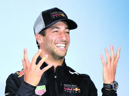 Daniel Ricciardo möchte bei einer Vertragsverlängerung mit Red Bull Racing finanziell zu Max Verstappen aufrücken.apa