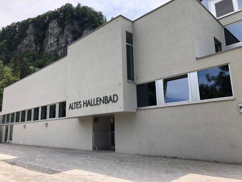 Das Alte Hallenbad bittet ab Juli zum Qualmen vor die Türe. VN/Witwer