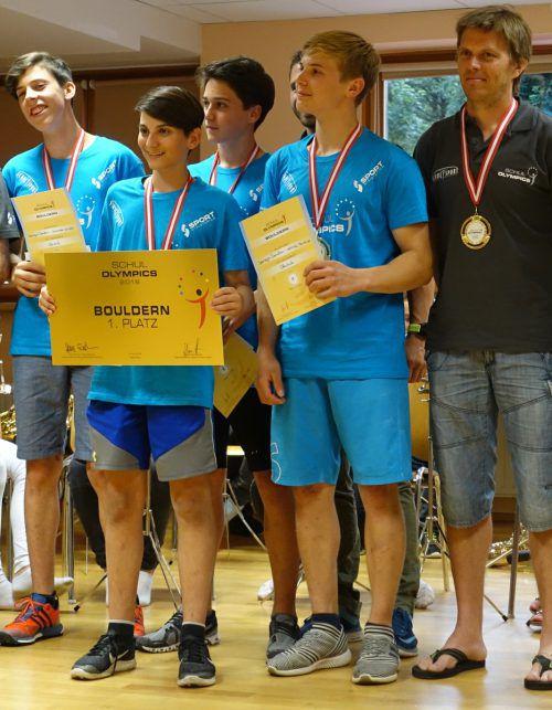Das Dornbirner Team mit Betreuer Andreas Turnher (ganz rechts): Johannes Hofherr, Aaron Mittermayer, Matteo Haiden und Nemuel Feurle (v. l.).Privat/2