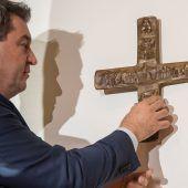 Söder verteidigt Kreuzpflicht