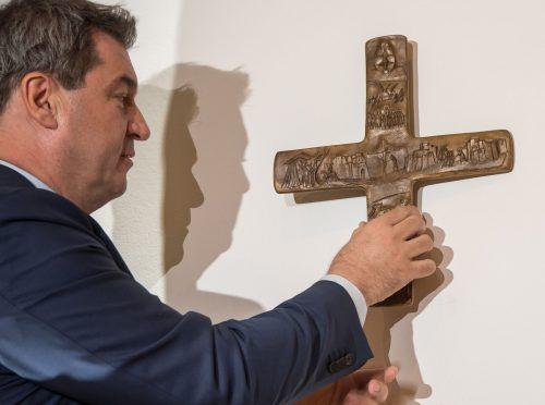 Das Kreuz stehe für die christliche Botschaft, sagt der Ministerpräsident. AFP