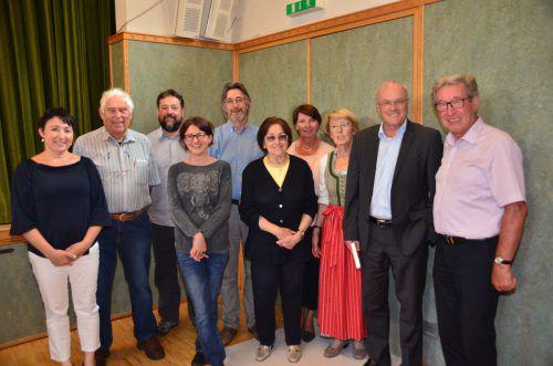 Das neue Vorstandsteam des Krankenpflegevereins Klostertal-Arlberg mit dem Referenten Reinhard Haller. dob