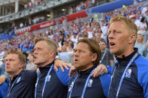 Das Trainerteam mit Heimir Hallgrimsson (r.) und Helgi Kolvidsson (2. von rechts) könnte zusammenbleiben.afp