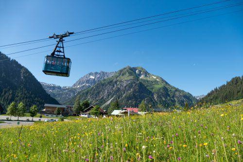 """Das Walmendingerhorn wird von der Kleinwalsertaler Bergbahn als """"Sinnesberg"""" gepriesen und überzeugt mit kulinarischem Angebot. Fa/Tautz"""