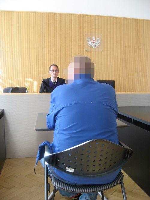 Der 60-jährige Angeklagte vor Richter Andreas Böhler. eckert